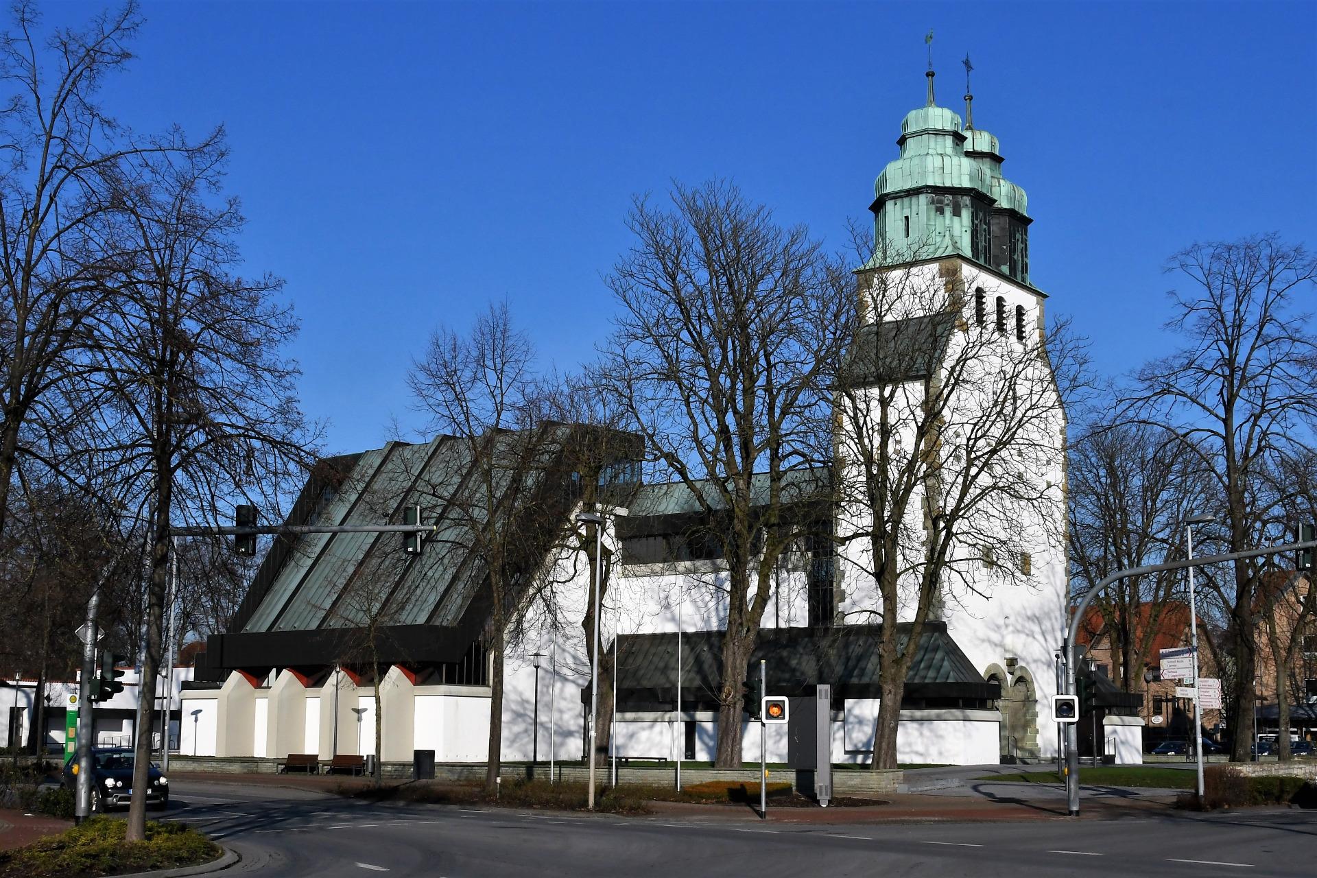 Pfarrkirche St. Johannes Nepomuk - Gemeinde Hövelhof